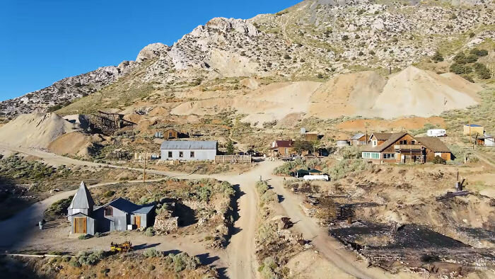Фото:  Ghost Town Living