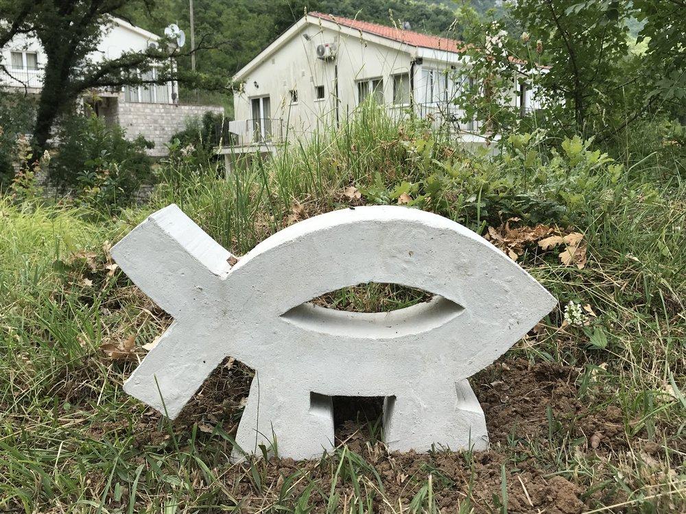 Скульптура з проекту Матвія Крилова «Планета Вода» на території 'Stone Bridge Eco Resort', де відбувається резиденція «Exodus. Бірючий 019. Чорногорія»