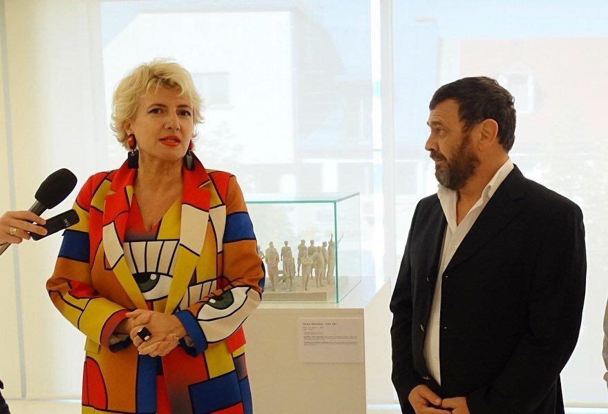 Директорака Національного музею Чорногорії д-р Анастазія Міранович та Андрій Любалін