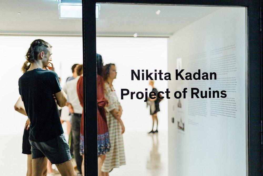 Світлина: Себастьян Ганріглер презентація вистаки «Проєкт руїни».