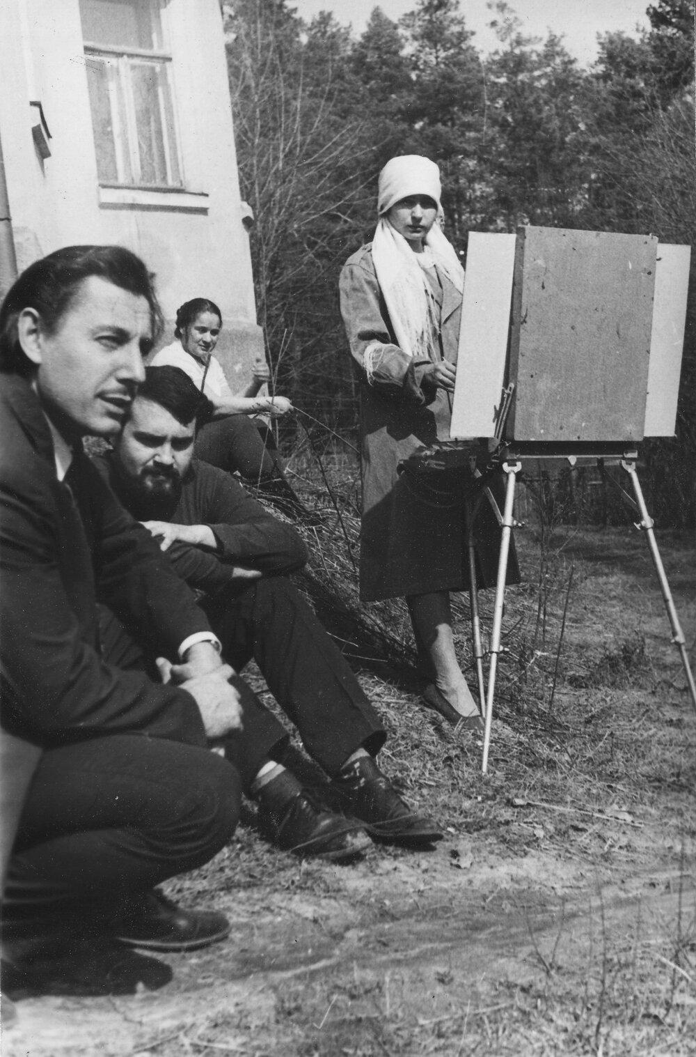 Резидент(к)и майстерень на Сошенка, 33, 1960-ті роки. Архівне фото надане Анною Сороковою